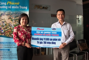 Vinamilk employees offer one working day's wage for flood victims in central region