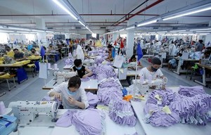 Footwear andtextile set for strong bounce back