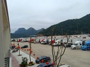 PM Phuc allows border gates to re-open