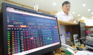 Foreign capital keeps flowing out to weighonVN stocks
