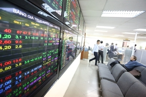 VN-Index slides as foreign selling outclasses cheap purchases