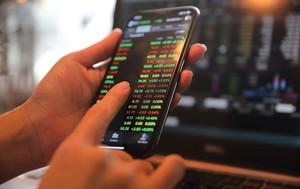 VN stocks struggle on Tuesday morning