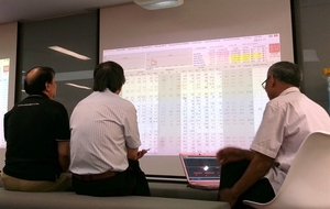VN stocks head up amid strong foreign selling