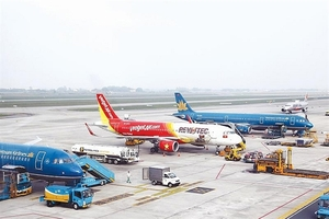 More Vietnamese airlines suspend international routes