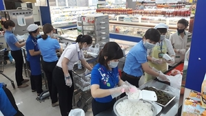 Saigon Co.op increases stocks, provides 10,000 meals daily to quarantines