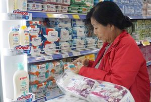 Consumer goods abundant, prices stable, HCM City supermarkets assure