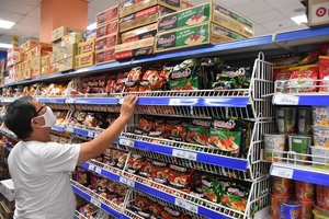 Supermarkets, traditional markets remain open