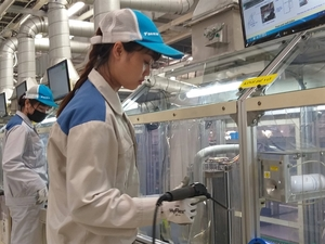 Viet Nam's manufacturing drops to record low in March due to pandemic