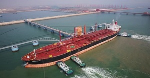 Viet Nam likely to benefit from low oil prices if economy restarts quickly