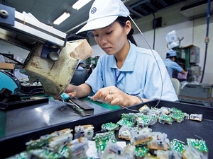 VN records trade deficit in first half of May as exports slump