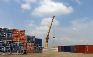 Viet Nam's exports surge in four months despite pandemic
