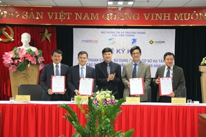 MIC asks Ha Noi to focus on 5G development, telecoms firms link up