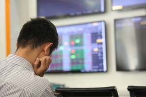 Sabeco rises for eight sessions, blue chips drag down the VN-Index