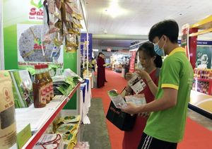 200 firms take part in Vietnamese goods trade fair