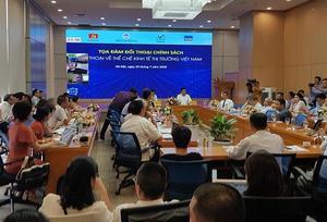 Viet Nam needs full market economy: experts