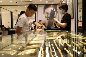 Local gold prices fall