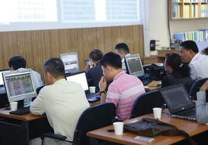 VN shares recover, banks and brokerages make gains