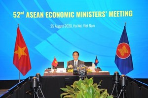 ASEAN ministers review implementation of economic initiatives