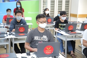 300 students win prizes in VUSEnglish contests