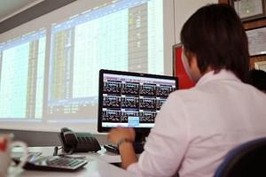 Shares climb on blue-chips stocks