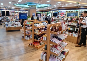 First self-service bookstore opens in HCM City