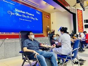 Shinhan Finance employees donate blood in Ha Noi