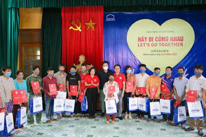 Lock&Lock presents gifts to disadvantaged families in northern mountainous provinces
