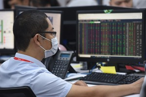 Market opens new trading week on a high note