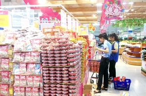 HCM City to ensure food safety, steady prices during Tet