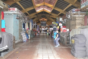 Shopkeepers in HCM City traditional markets want tax cuts for their survival