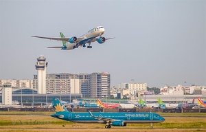 Viet Nam should focus on key airport projects: experts