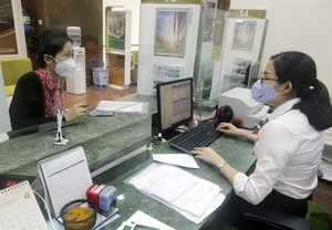 "Credit institutions asked to tighten loans in ""overheating"" sectors: SBV"