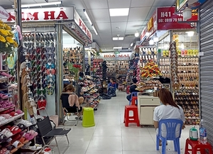 HCM City to spend $3.3m to support small traders at traditional markets affected by pandemic