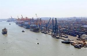 Viet Nam records $1.35b trade deficit in first half of June