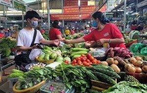 HCM City making frantic efforts to reopen traditional markets