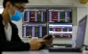 Shares rise on banking, steel stocks