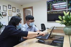 Shares slump on banking stocks