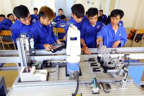 Viet Nam can exploit Industry 4.0: Deputy PM