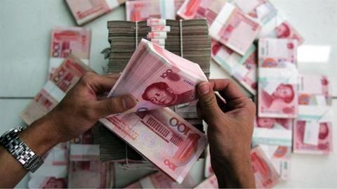China's prolonged falling yuan may harm Viet Nam's trade