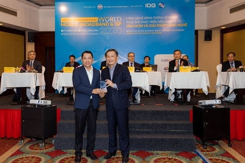 VNPT & MobiFone receive broadband service awards