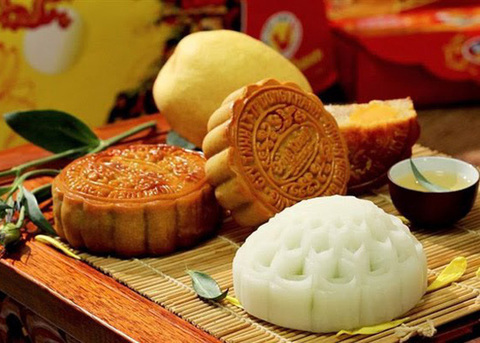 Bakers find new ways to sell mooncakes amid social distancing
